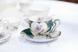 A mis-matched tea service added to the vintage feel.